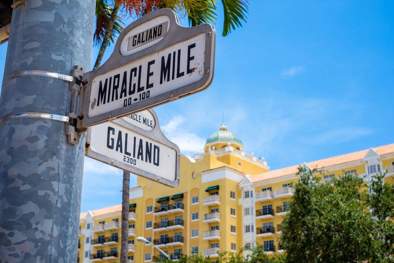 Miracle कोरल गैबल्स, मियामी में माइल स्ट्रीट साइन